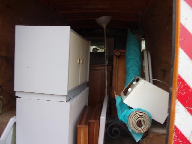 d barras appartement avec balcon sur marseille de tous encombrants et mise en d chatterie. Black Bedroom Furniture Sets. Home Design Ideas